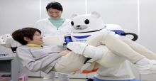 Au Japon, un robot déplace les patients invalides